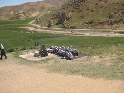 L'aide au développement dans le contexte afghan: deux exemples de projets de solidarité internationale
